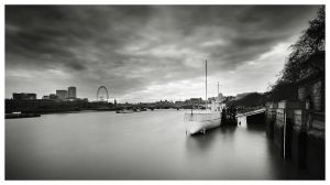 View along the Thames river by Bartekkw