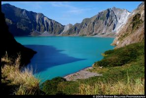 Mt. Pinatubo Crater by rbaluyos
