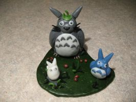 Totoro... all 3 of them by ChibiLinda