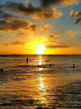 A Hawaiian Sunset by AriPlanet