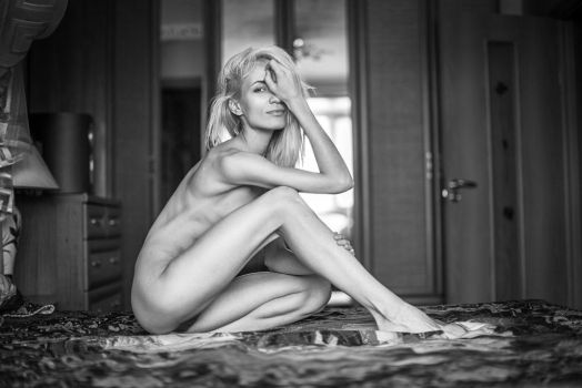 mornin time (nude model test shot) by Aledgan
