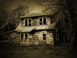 An old Farmhouse by beercanpoet