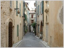 Vieil Antibes street by alxboss