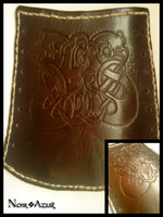 Leather engraved bracer by Noir-Azur