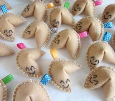 Felt Fortune Cookies by lovarevolutionary