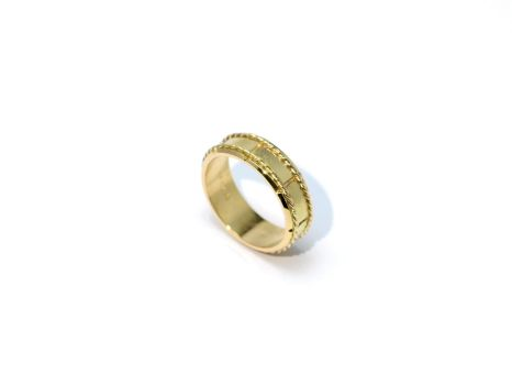 Golden ring with spiral decorations by timjo