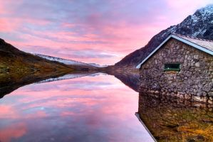 Llyn Ogwen Boathouse by CharmingPhotography