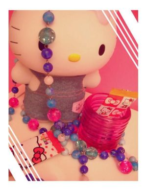 http://th01.deviantart.com/fs11/300W/i/2006/219/b/6/hello_kitty_stuff_by_stylOmaylOprinCesS.jpg