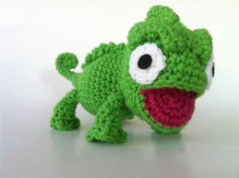 Amigurumi Chameleon coming your way by Ami-Amour