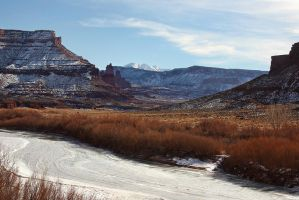 Ice on the Colorado by papatheo