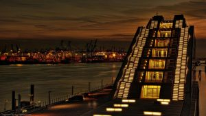 Port Pyramid - Hamburg by pingallery