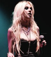 Taylor Momsen-Display 01 by HeyItsNatyJonas1D