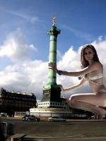 Giantess in Paris by Accasbel