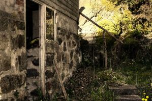 Old House HDR by willeyh