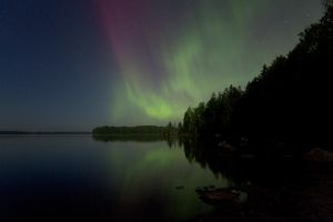 Auroras at the lake by Antz0
