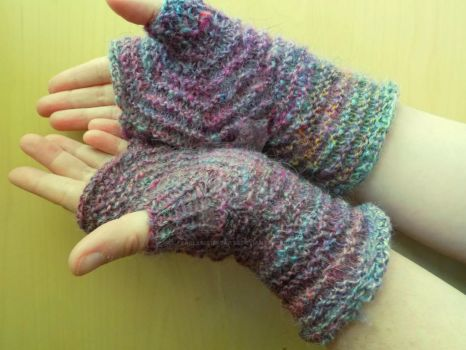 Touch of colour Mitts by FearlessFibreArts