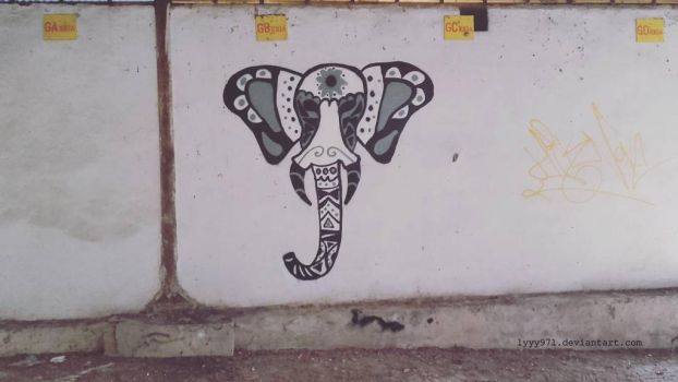 Elephant - Street art by lyyy971