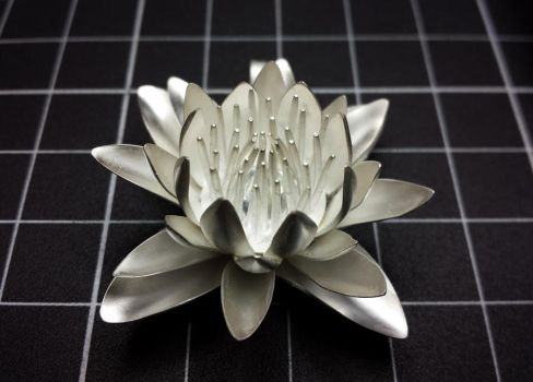 Silver lily pendant complete by ksphoto
