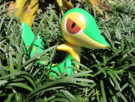 Snivy in the tall grass by InsideMySight