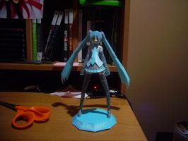 Miku Papercraft by Pepper-Fanboy