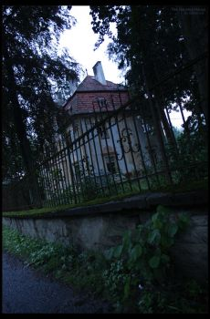 Haunted House 2 by Bveenhof