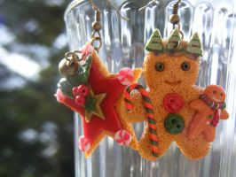 Christmas Gingerbread Man and Star Earrings by cynamonspice