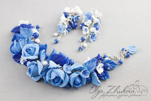 Bracelet and earrings with blue roses by polyflowers