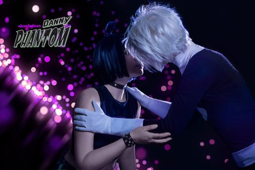 Danny and Sam kissing cosplay by KoujiAlone
