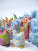 Owlets plush group - closeup by Lithe-Fider