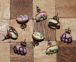 Donut stud earrings by Marietjee