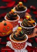 Mini (bite size) Halloween Cupcakes by theresahelmer