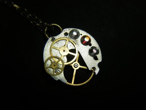 Chelsea's Pendant by Sparrow-Heart