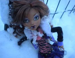 Clawdeen in the snow by GothicKitta
