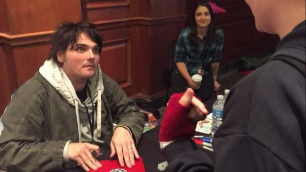Meeting Gerard Way! NC Comicon 2015 by summerjasmine