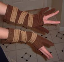 Doujinshi Trowa gloves by silverfaction