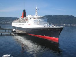 RMS Queen Elizabeth 2 in Trondheim 2008 by lusitania25