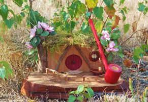 Lady Hobbit Pipe and Hobbit Hole Pipe Stand by FloggleWerks