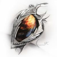 AVILZURH DRAHARIS ( dragon's eye ) by LUNARIEEN