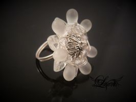 Flower white coctail ring by Laurelis