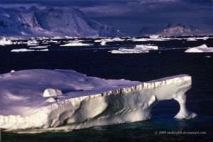 Midnight ice - Antarctica by stubirdnb