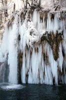 Plitvice: running water in ice by Ilharess
