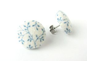 Vintage style stud earrings blue white flower by KooKooCraft