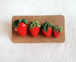Sweet miniature strawberries by Ice-Pandora