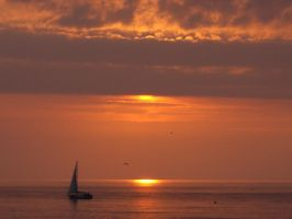 Sunset over Cardigan Bay by aberlioness