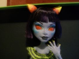 Terezi Pyrope MH repaint closeup by Makeup-love95