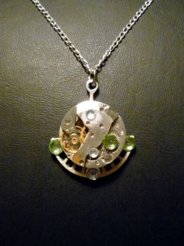 Green Pendant by lollollol2