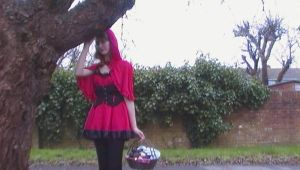 Cosplay - Lil' Red Riding Hood by queenamithehedgehog