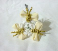 yellow and white butterfly kanzashi by EruwaedhielElleth