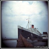 Queen Mary 2 by xjoelywoelyx
