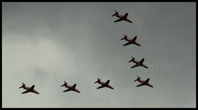 Red Arrows Fly-Past by BenBrotherton